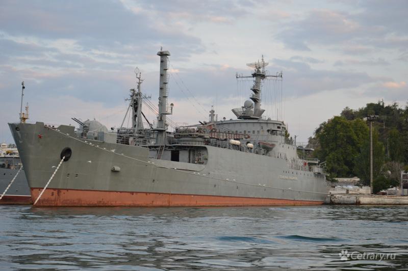 """Морской транспорт вооружения """"Генерал Рябиков"""" Черноморского Флота"""