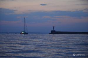 А в Севастополе сейчас море, закаты и корабли...