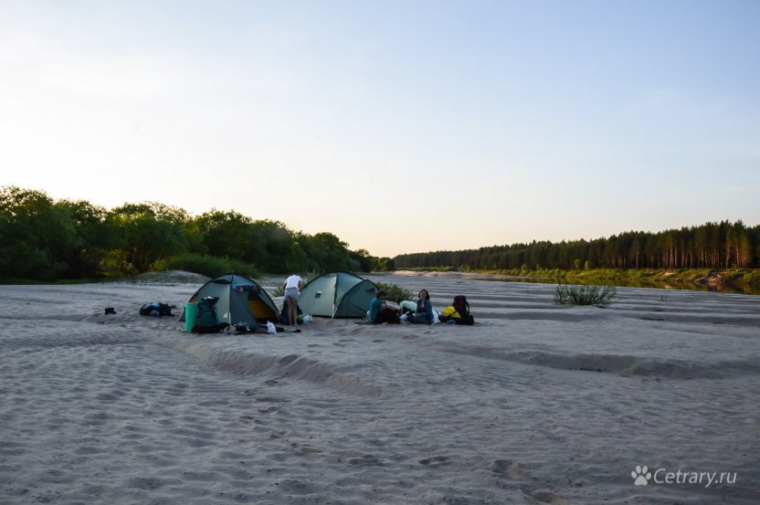 Лагерь на безлюдном пляже