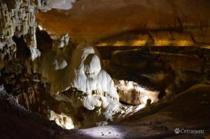 Сталагмиты мамонтовой пещеры
