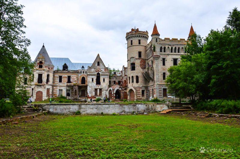 """""""А у нас в поместье будет свой средневековый замок с преферансом и мадемуазелями!"""""""